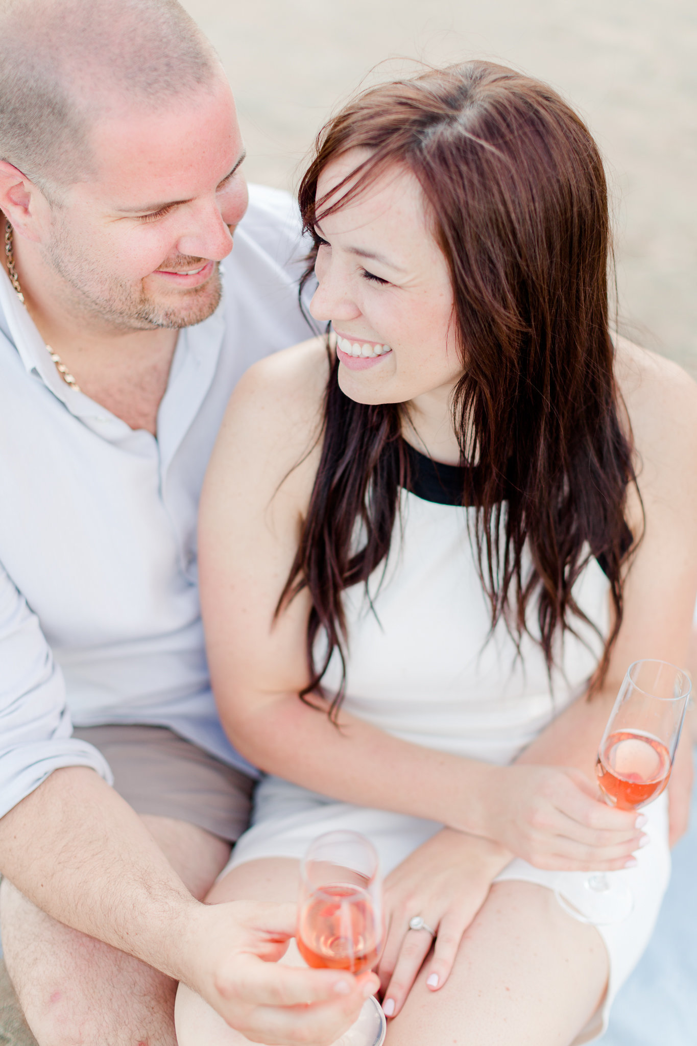 photographe-fiancailles-montreal-parc-national-oka-lisa-renault-photographie-beach-engagement-session-9