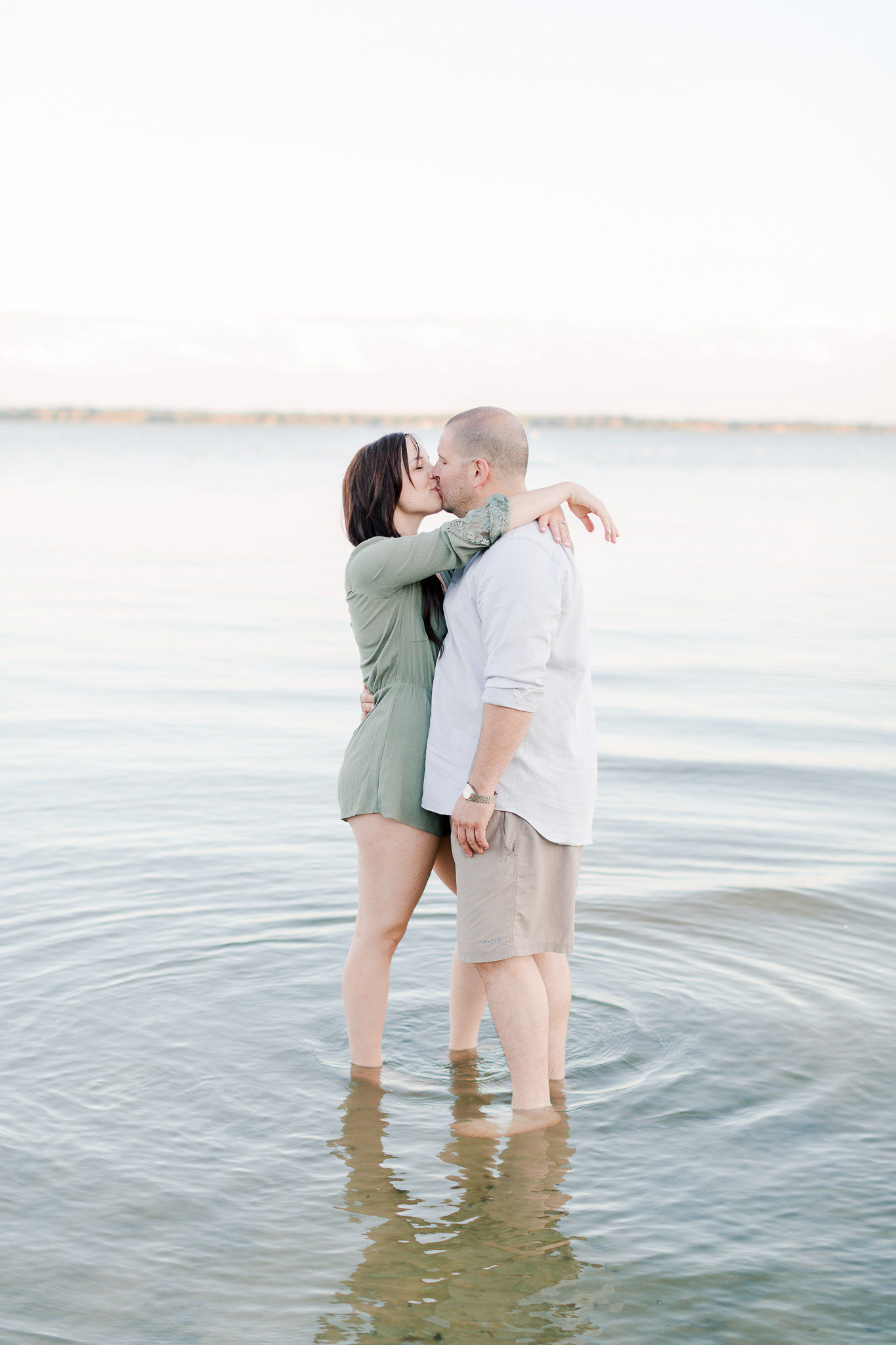 photographe-fiancailles-montreal-parc-national-oka-lisa-renault-photographie-beach-engagement-session-46