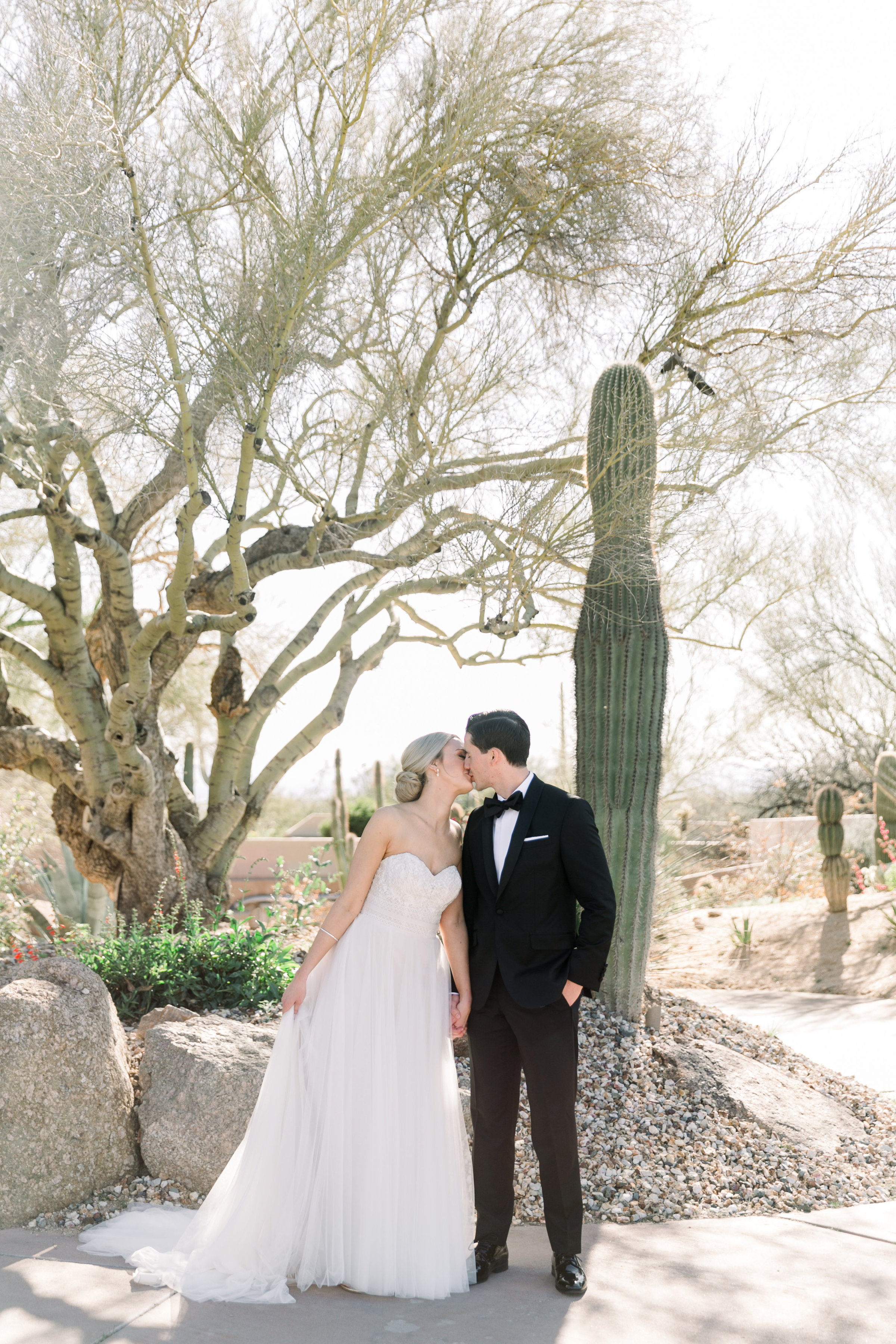 Karlie Colleen Photography - Arizona Wedding at The Troon Scottsdale Country Club - Paige & Shane -164
