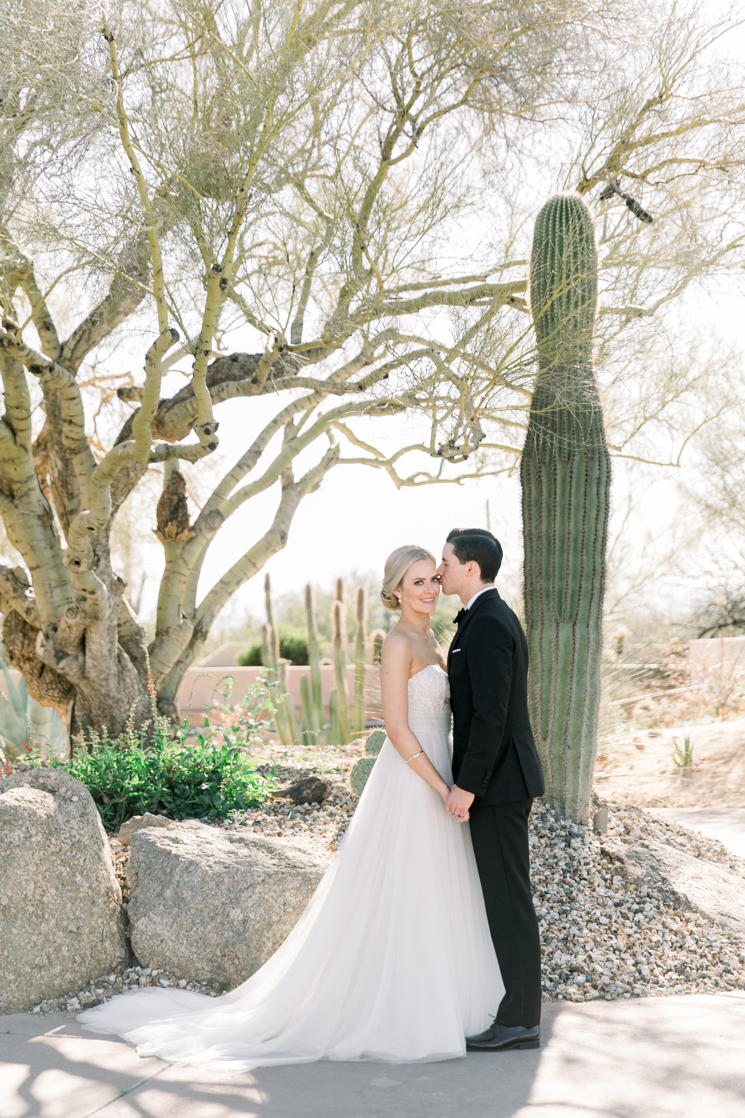 Karlie Colleen Photography - Arizona Wedding at The Troon Scottsdale Country Club - Paige & Shane -152