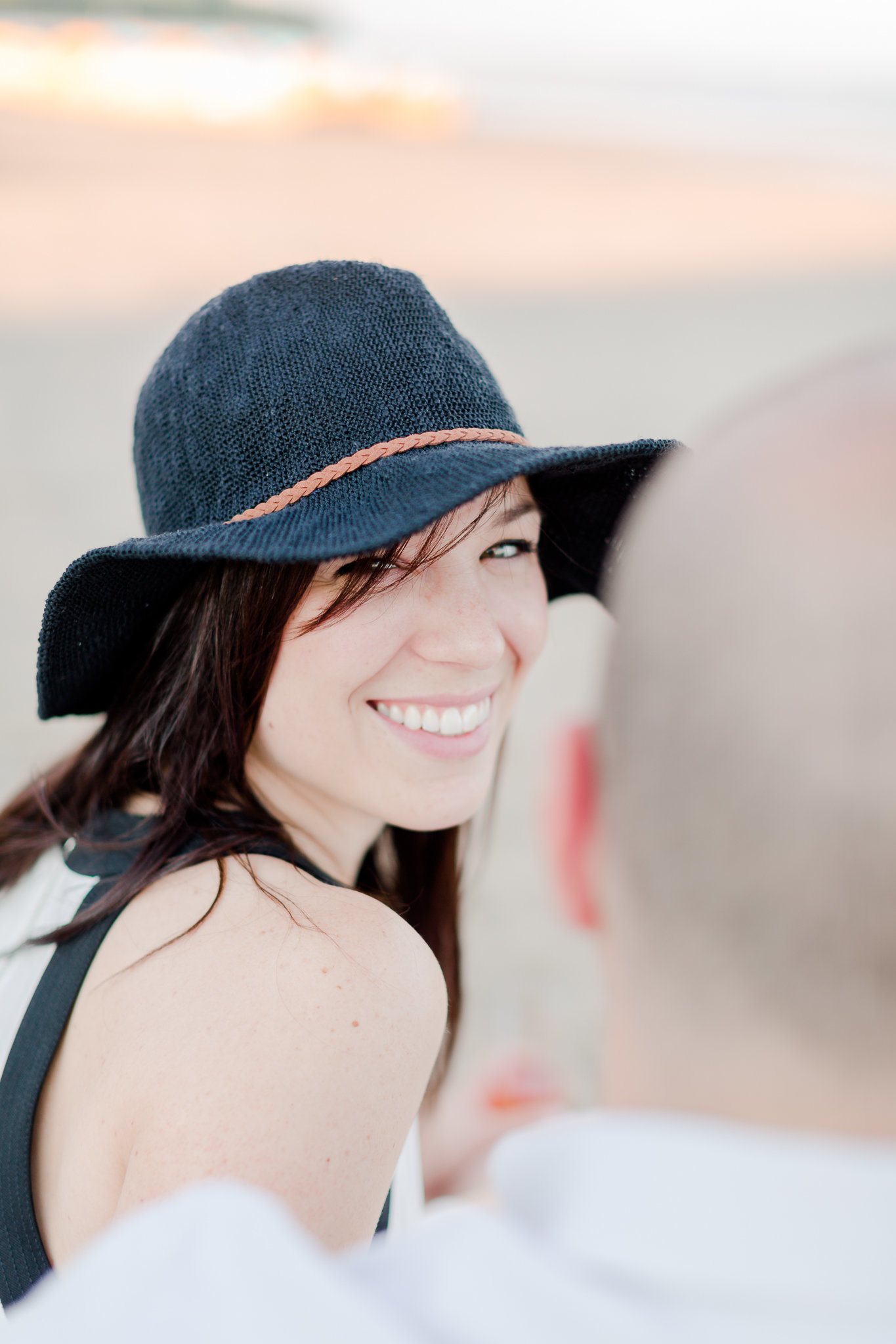 photographe-fiancailles-montreal-parc-national-oka-lisa-renault-photographie-beach-engagement-session-17