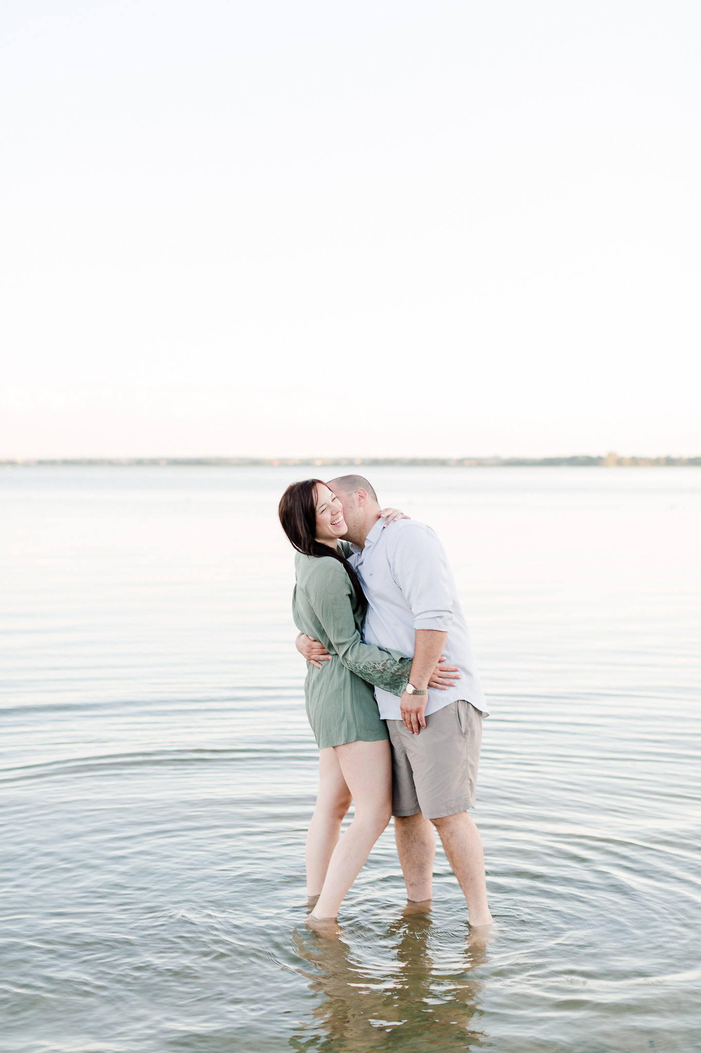photographe-fiancailles-montreal-parc-national-oka-lisa-renault-photographie-beach-engagement-session-43