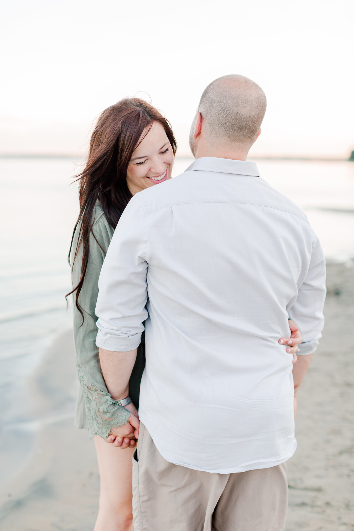 photographe-fiancailles-montreal-parc-national-oka-lisa-renault-photographie-beach-engagement-session-75