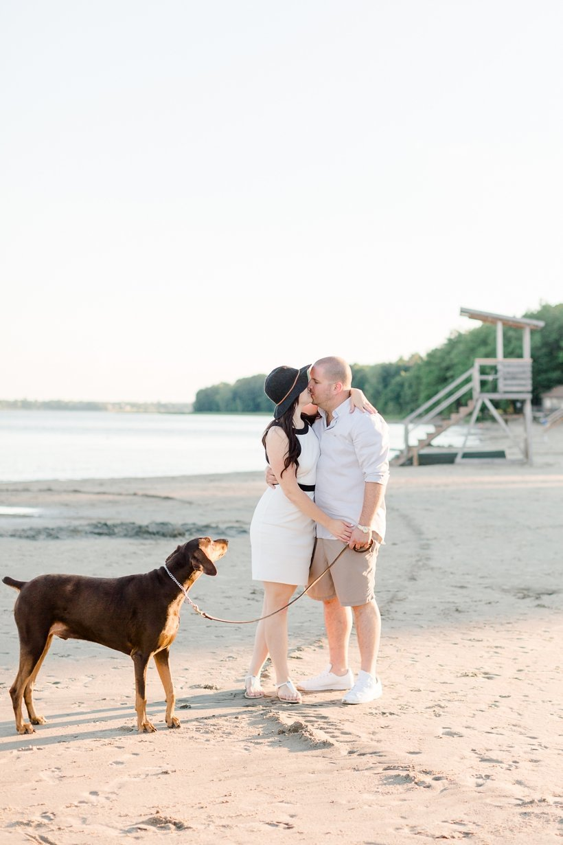 photographe-fiancailles-montreal-parc-national-oka-lisa-renault-photographie-beach-engagement-session_0008