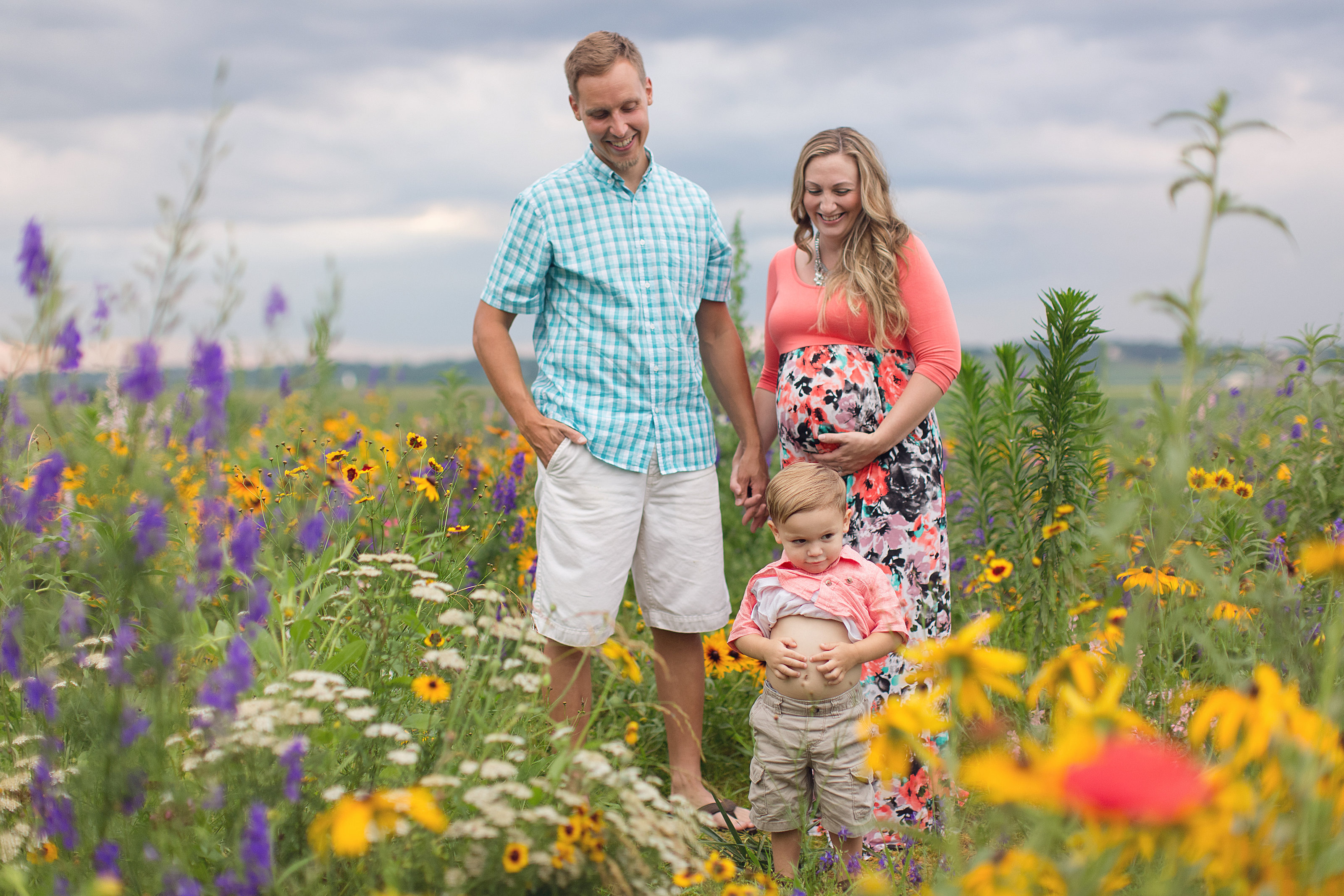 PA family maternity in flower field photo during summer