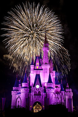 250px-Magic_Kingdom_-_The_'Big_Bang'_at_Wishes_-_by_hyku