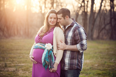 PA maternity couple cuddle photo outside in field