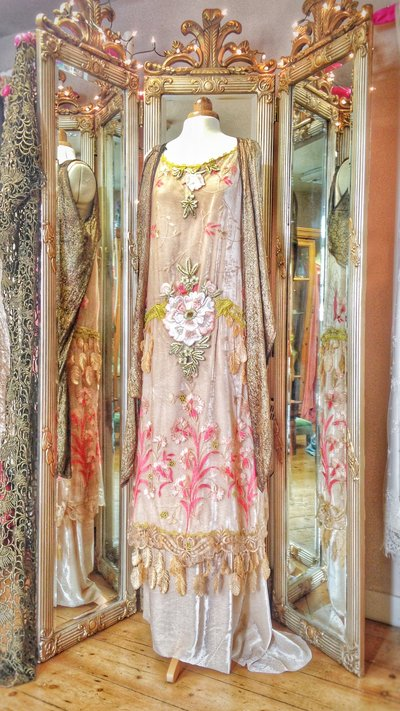 Millais_Art_Nouveau_Aesthetic_Movement_vintage_style_wedding_dress_JoanneFlemingDesign