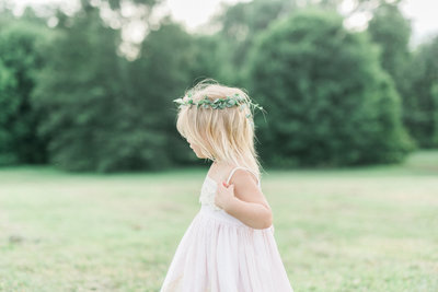 little-girl-flower-crown-portrait-malicote