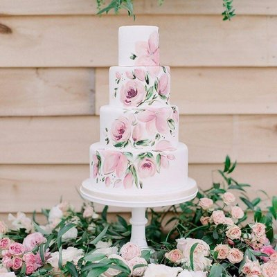 Nashville Sweets is a boutique bakery in Nashville specializing in wedding cakes and confections that are as beautiful as they are delicious.