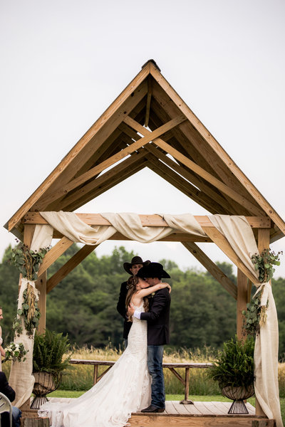 Nsshville Bride - Nashville Brides - The Hayloft Weddings - Tennessee Brides - Kentucky Brides - Southern Brides - Cowboys Wife - Cowboys Bride - Ranch Weddings - Cowboys and Belles109