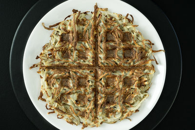 how to make oil free hash browns in a waffle iron