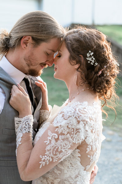 https://blog.natashaanne.com/2019/10/13/lost-creek-memory-barn-fall-wedding-brittany-and-justin/