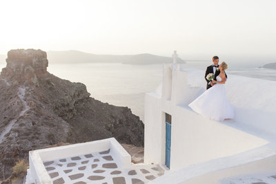 couple on top of a church by santorini wedding photographer roberta facchini photography