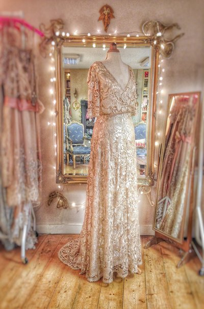Gismonda_ArtNouveau_gold_lace_wedding_dress_JoanneFlemingDesign