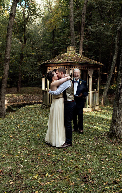 maryland wedding outdoor first kiss