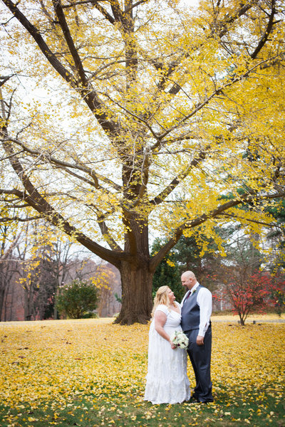 outdoor wedding in the fall at rockwood park and carriage house photography