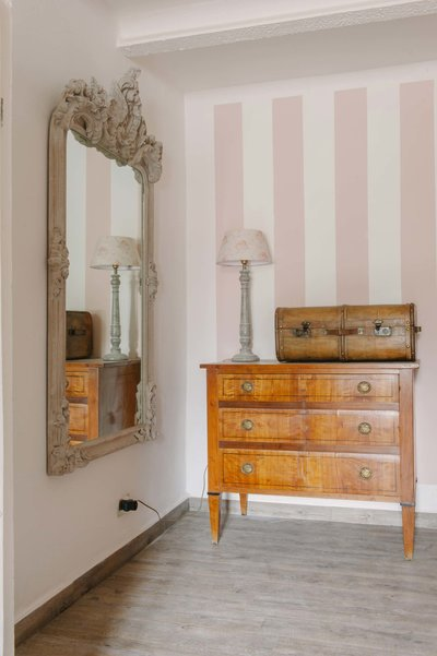 Cupboard and mirror in holiday home Casa Fiore's Garden Suite