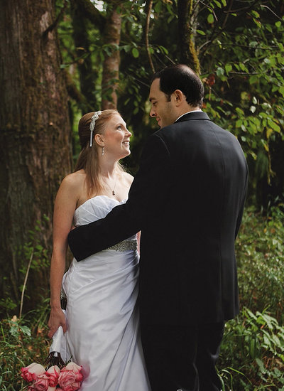 photo of oregon bride and groom in wooded forest  | Susie Moreno Photography