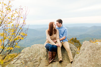 Adventurous Fall Engagement Session on Bearfence Mountain on Skyline Drive in Shenandoah National Park-44