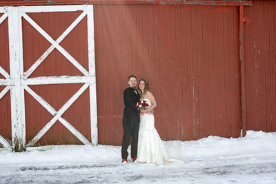 wedding couple in snow