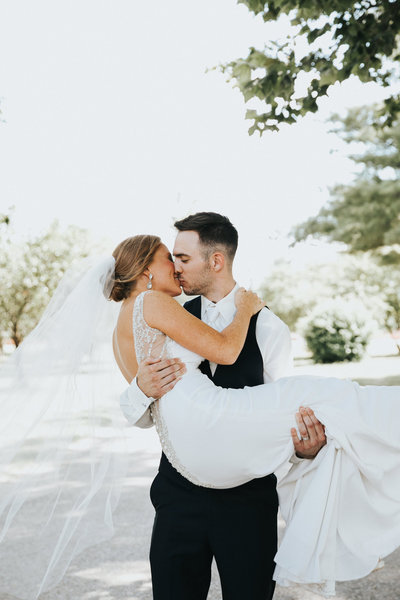 Small, intimate Wedding at Hickory Hills