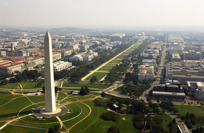 US_Navy_030926-F-2828D-307_Aerial_view_of_the_Washington_Monument.0.0