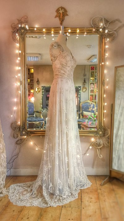 Artemis_champagne_beaded_tulle_lace_wedding_dress_JoanneFlemingDesign (7)