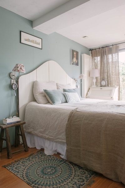 Bedroom with Arte di Vita chalk paint nr 24. Duck Egg on the wall.