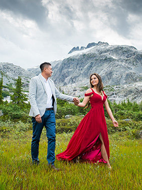 mountain-engagement-black-white-vancouver-wedding-photography