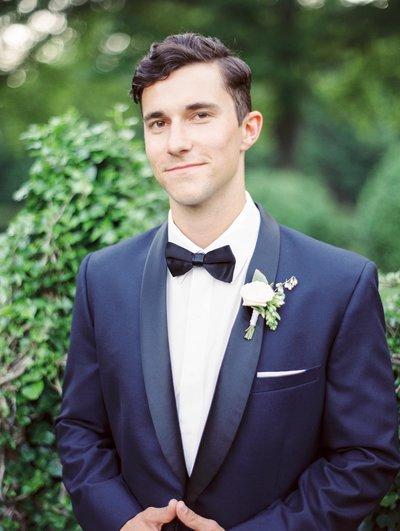 groom-navy-tuxedo-virginia-garden-wedding