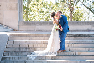 DOWNTOWN KANSAS CITY BRIDE AND GROOM PORTRAITS