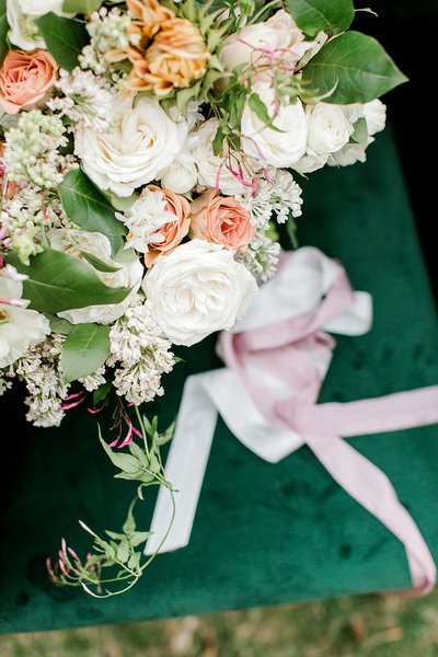 Wedding-Inspiration-Bouquet-Winter-White-Greenery-Blush-Photo-by-Uniquely-His-Photography09