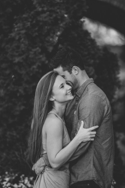 engagement photo of couple kissing