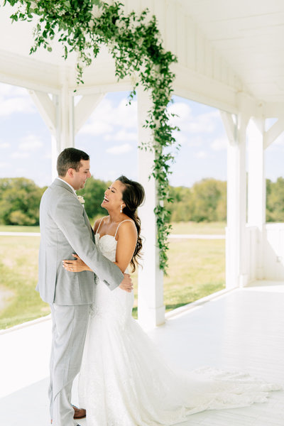 Alexa-Vossler-Photo_Dallas-Wedding-Photographer_Wedding-at-The-Grand-Ivory_Kaila-Gabe_Couples-Portraits-13
