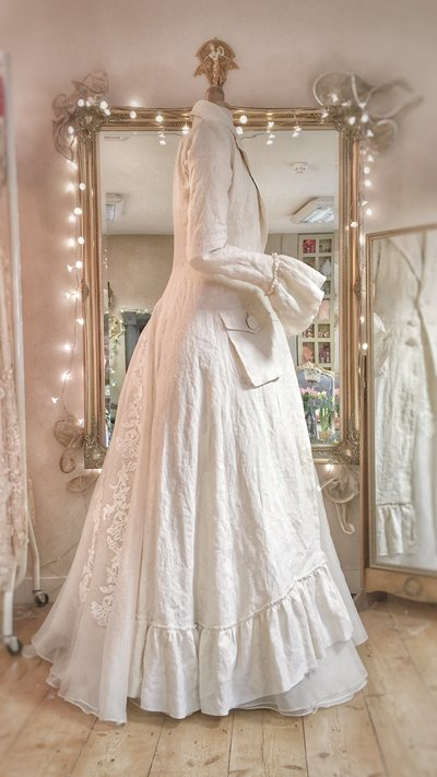 Demelza_ivory_linen_bridal_riding_coat_JoanneFlemingDesign