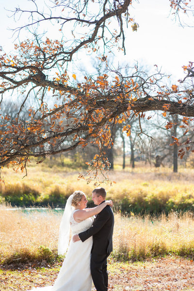 wedding_photographer_fall_rustic_oaks_fargo