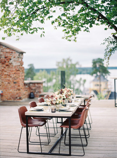 Modern wedding table setting in fall colors at Ruin Retreat in Sweden