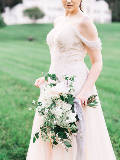 blush-chiffon-wedding-dress-loose-bouquet