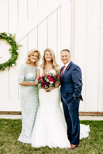 Alexa-Vossler-Photo_Dallas-Wedding-Photographer_Wedding-at-Morgan-Creek-Barn_Cathryn-Andrew_Family-17