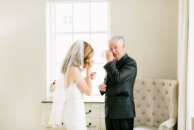 Alexa-Vossler-Photo_Dallas-Wedding-Photographer_The-Venue-at-400-North-Ervay_Stacey-David_Getting-Ready-133
