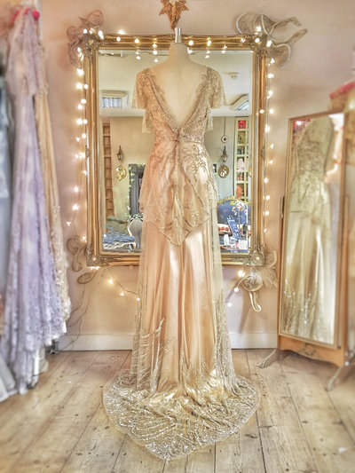 Hesperathusa_gold_beaded_tulle_silk_wedding_dress_JoanneFlemingDesign (5)