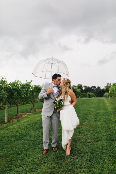 Cannon Falls Minnesota Vineyard Wedding on rainy summer day