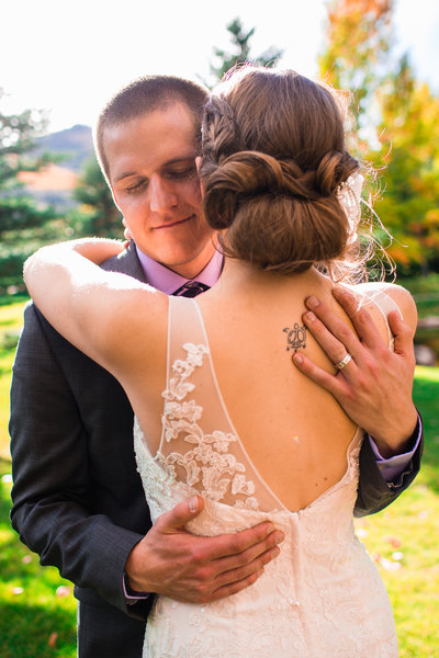 alice-che-photography-eagle-vail-pavilion-wedding-groom-hugging-bride