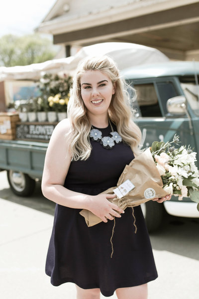 Raela is a Nashville wedding planner planning weddings in Nashville, Knoxville, Chattanooga, Cookeville, and Middle Tennessee.