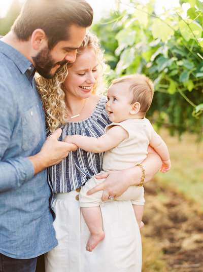 Jake&Anna_Kati_Rosado_Photography_monet_vineyards_family_portrait_session_oregon_washington_photographer-9