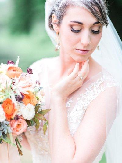 romantic-bride-with-bouquet
