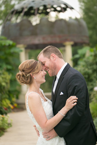 this is a photograph of an elopement at green bay botanical garden