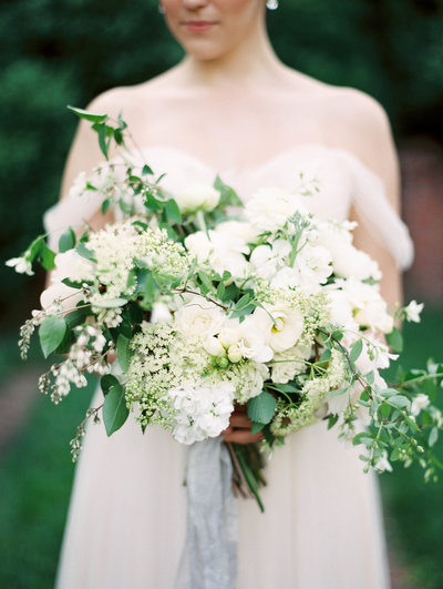 romantic-wild-neutral-bouquet-with-greenery