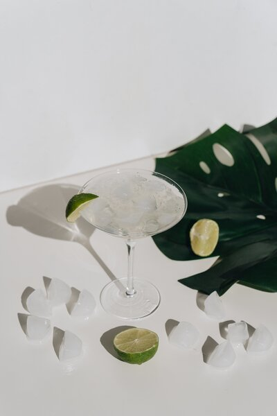 photo-of-cocktail-glass-with-sliced-lime-4051372